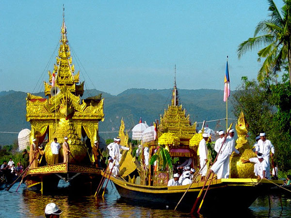 le hoi Phaung Daw U