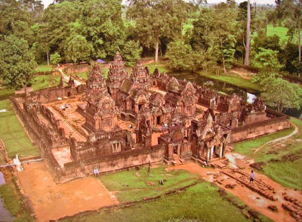 Ngoi den Banteay Srei tai Campuchia