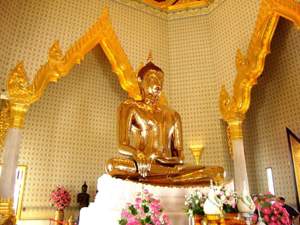 Wat Traimit chua phat vang