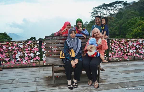 Cau khoa tinh yeu trong suong mo o Malaysia 9