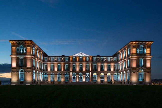 dinh thu Palais du Pharo