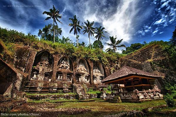 ngoi den co gunung kawi