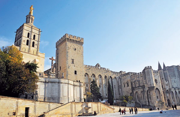 thanh pho Avignon 2