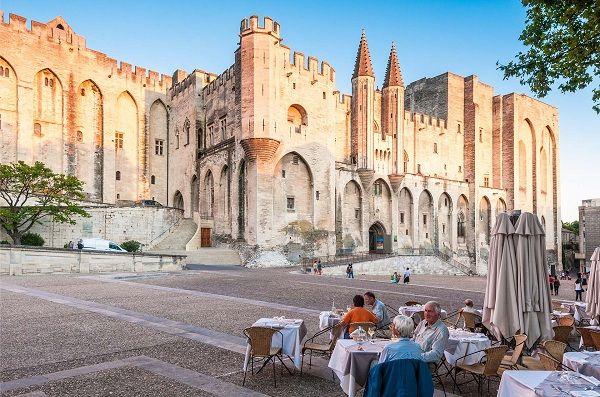 thanh pho Avignon phap