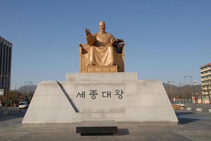 tuong vua Sejong tren quang truong Gwanghwamun