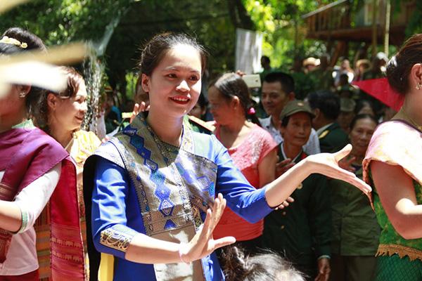 le ruoc nang Chua Xuan cua Lao 3