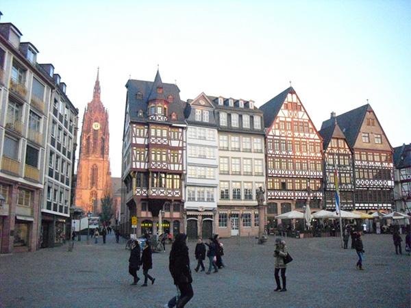 toa thi chinh Frankfurt Duc 4
